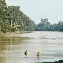 Partie de pêche dans les douves d'Angkor Vat